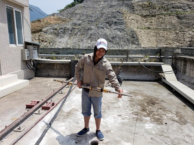 Removing OTV sonde from borehole in Vietnam